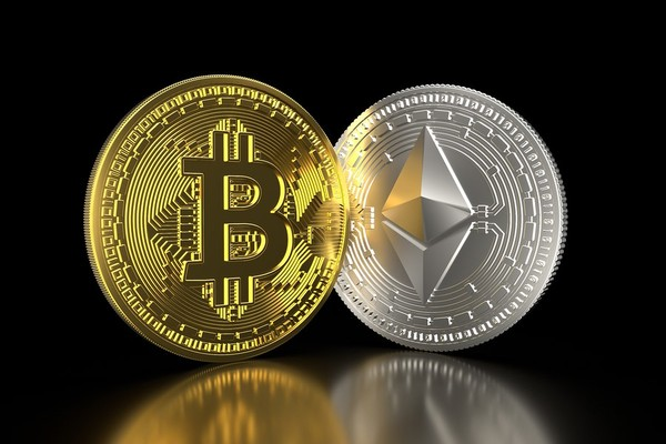 Bitcoin et Ethereum.