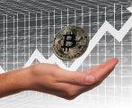 Le cours du Bitcoin avoisine les 50 000 dollars, la plupart des exchanges sont débordés